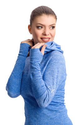 галерия безшевно облекло - дамска термо блуза с качулка близък план