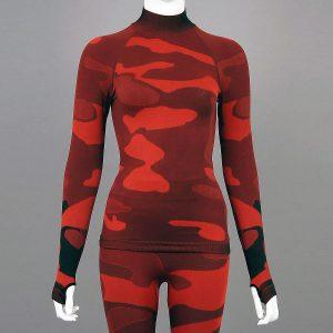Дамска термо блуза с дълъг ръкав и поло яка в цвят червен камуфлаж - снимка 1