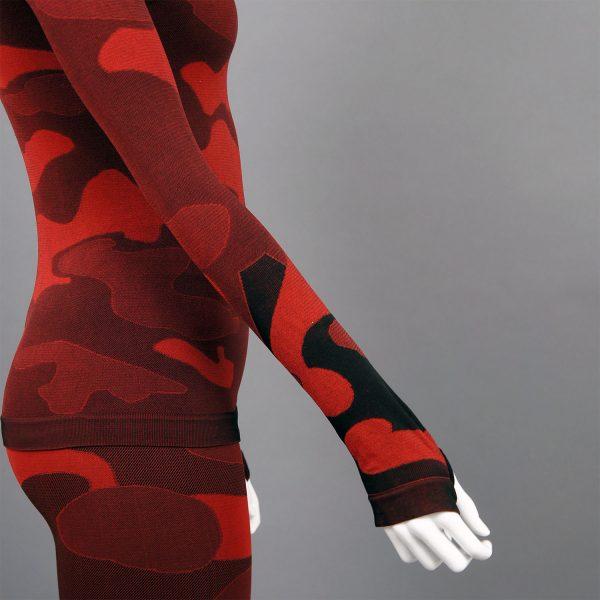 Термо комплект дамски червено комо без качулка - детайл отстрани