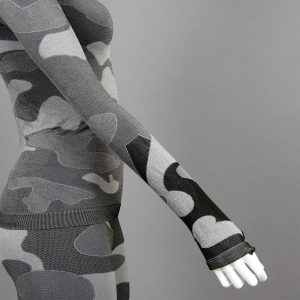 Дамски термо комплект с поло яка цвят сив камуфлаж - снимка 4