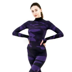 Дамска термо блуза с дълъг ръкав и поло яка в цвят лилав камуфлаж - снимка 1